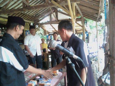 Safari ANS (baju putih) sesaat sebelum Deklarasi Revolusi Ekonomi Rakyat di Desa Paninggilan Selatan Cileduk Tangerang